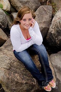 Linda Rae Cuthbertson - Senior Photo Melissa on the Rocks