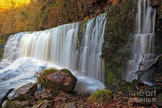 Sgwd Isaf Clwn gwyn waterfall by Pete Reynolds