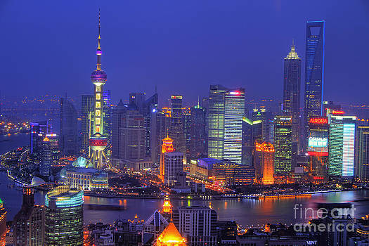 Shanghai's Skyline by Lars Ruecker