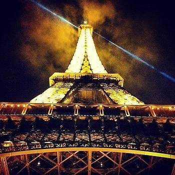 She Is One Sexy Lady. #paris #toureiffel by Sarah Dawson