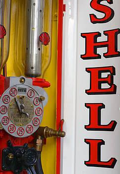 Shell Petrol Pump by Eric Keesen