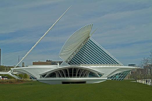 Devinder Sangha - Sideview Milwaukee Art Museum
