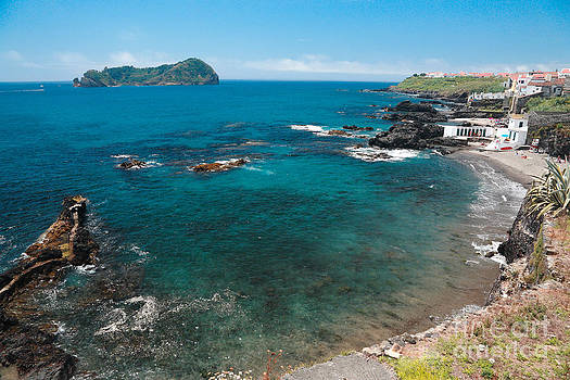 Gaspar Avila - Small bay and islet