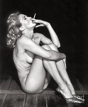 Smoking Nude  by Silva Wischeropp