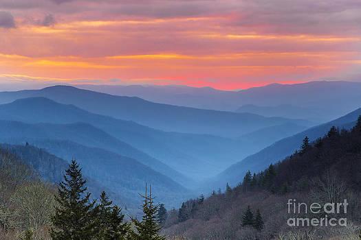Smoky sunrise. by Itai Minovitz