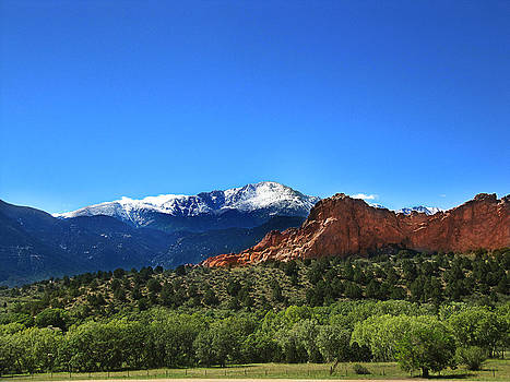 Roberta Hayes - Snow Behind Garden of the Gods