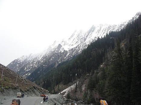 Snowy Mountain by Makarand Kapare