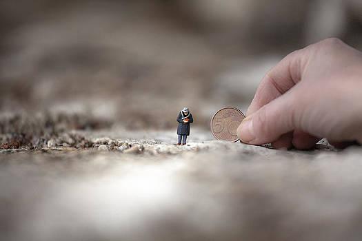 Solo cinque centesimi..... by Toni Polinni