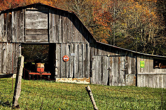Solomon Jones Road Barn by Thomas Taylor