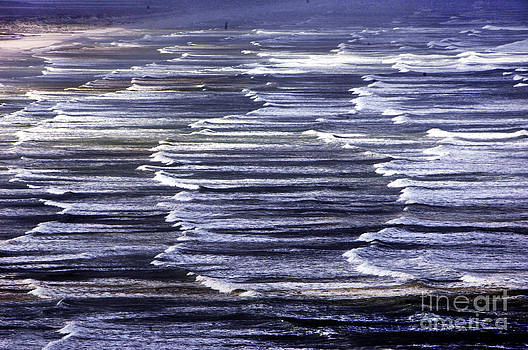 South African Indian Ocean Waves by Howard Koby