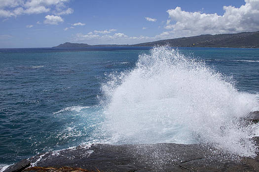 Splashing Wave and Diamond Head by Ashlee Meyer