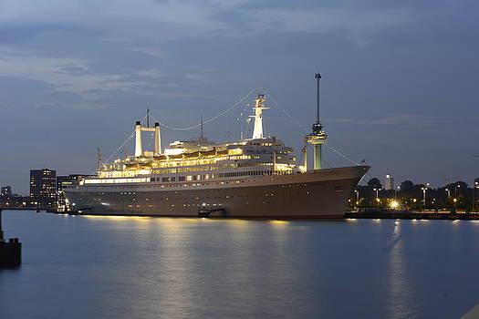SS Rotterdam by Eric Keesen