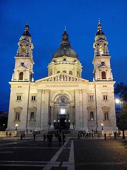 Eliza Donovan - St Istvan Cathedral in Budapest