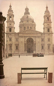 St. Stephen Basilica in Budapest by Hrvoje Puhalo