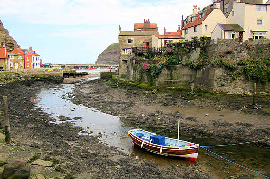 Staithes England by Sonia Ascher