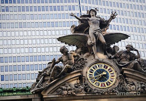 Oscar Gutierrez - Statue at Grand Central Station