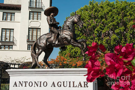 Statue of Antonio Aguilar by Lee Roth