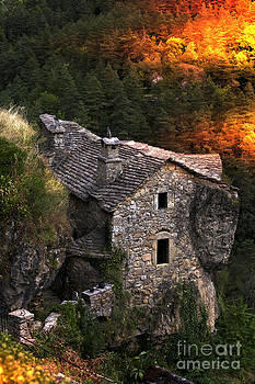Heiko Koehrer-Wagner - Stone House in the Jonte Canyon - France