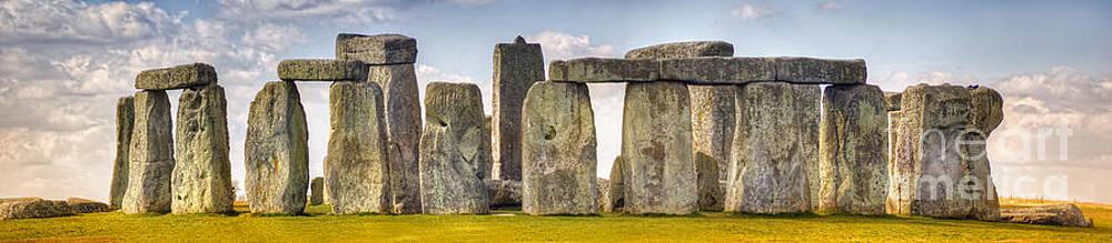 Yhun Suarez - Stonehenge Panorama