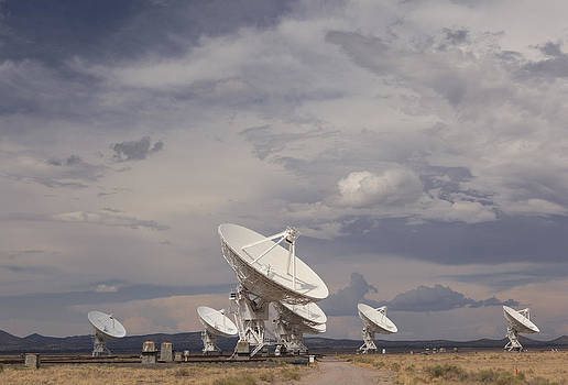 Storm at the Very Large Array by Solaria