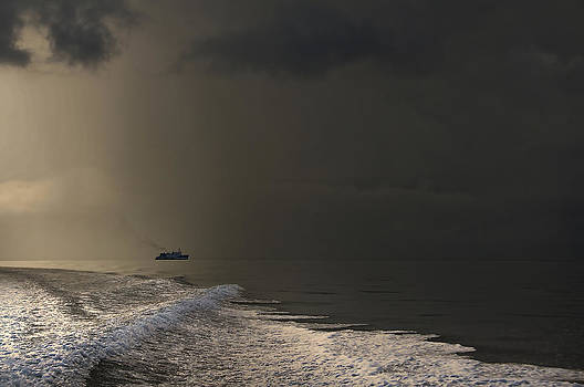 Jenny Rainbow - Storm Coming. Maldives