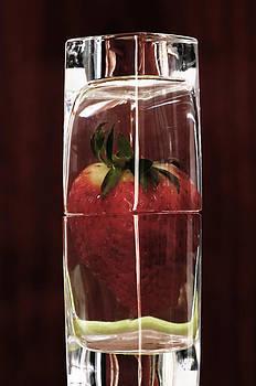 Pedro Cardona Llambias - Strawberry in a  piece of Ice - Strawberry cube