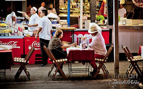 Street dinner by Eugenio Moya