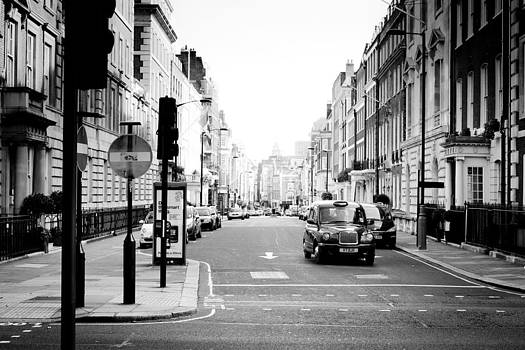 Street of London by Alejandra Pinango