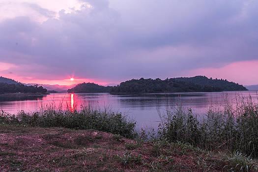 Sun set by Nattapong Chinsuwan