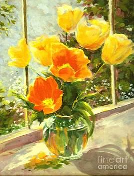 Madeleine Holzberg - Sunlit Tulips