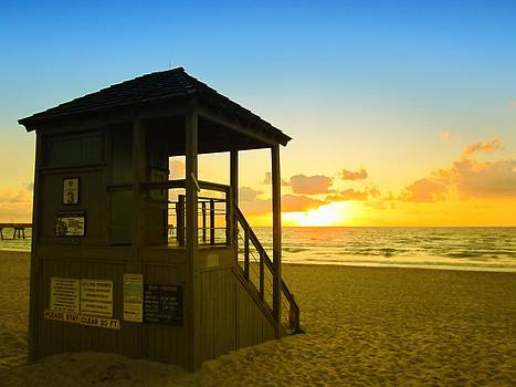 MTBobbins Photography - Sunny Sunrise Lifeguard Tower