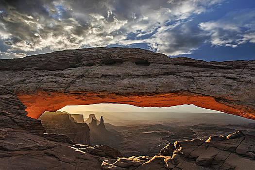 Sunrise at Mesa Arch by Roman Kurywczak