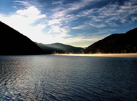 Matthew Winn - Sunrise on Bluestone Lake