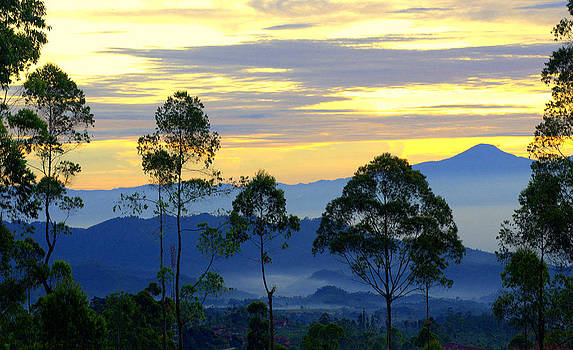 Sunrise Over The Blue Mountains by Erwin Sembiring