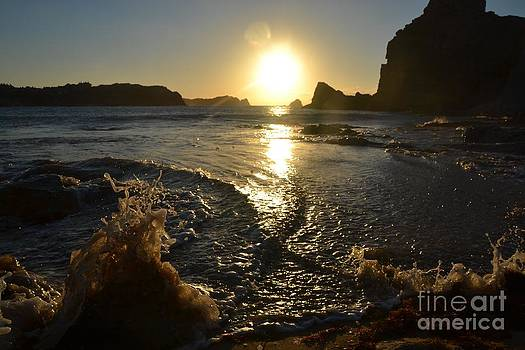 Sunset and Splash by Miryam  UrZa