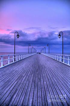 Sunset in the pier by Izabela Kaminska
