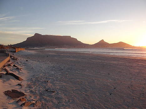Sunset over Table Mountain by Hermien Pellissier