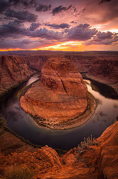 Sunset over the bend by Nick  Cardona