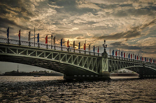 Sunset over Trinity Bridge by Ludmila Nayvelt