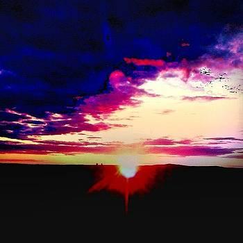 #sunset #sun #sunray #sky #pinksky by Laura Vaillancourt