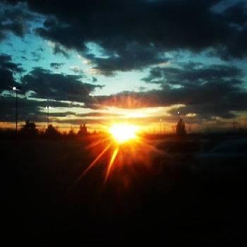 #sunset #sunray #beautiful #clouds by Laura Vaillancourt