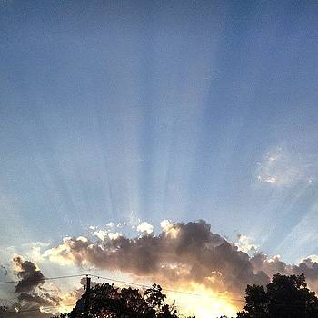 #sunset #sunrays #clouds #sky #cloudporn by Greta Olivas