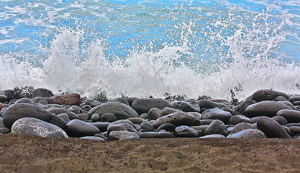 Venetia Featherstone-Witty - Surf and Stones