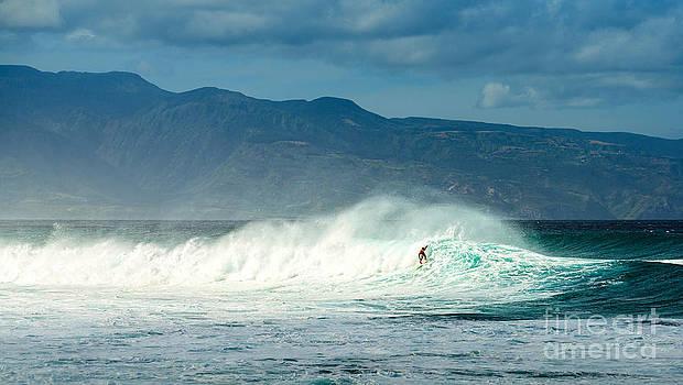 Jamie Pham - Surfing Light