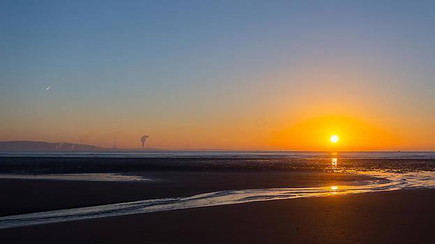 Swansea beach sunrise by Paul Cowan
