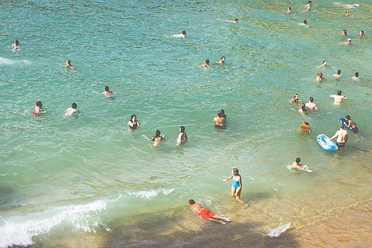 Swiming  by Alejandra Pinango