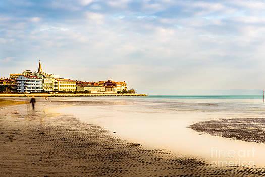 Hannes Cmarits - take a walk at the beach