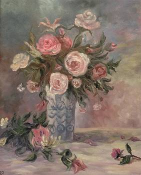 Irene Pomirchy - Tea roses in blue vase