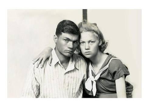 Teens in love by Brian Hubmann
