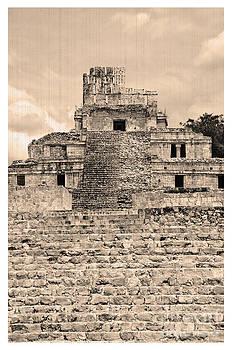 Templo de Edzna antiguo by Agus Aldalur